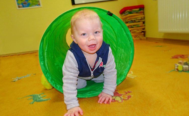 Tudtad? Ha gyermeked baba korban ismerkedik meg egy idegen nyelvvel, behozhatatlanul jobb beszédkészséggel fog rendelkezni. Félévestől három éves korig minden picurkának sok dal, mondóka, fejlesztő játék segít abban, hogy az angol ne idegen nyelv legyen, hanem izgalmas nyelvelsajátítás. Angol foglalkozásainkat sóterápiás szobában tartjuk.