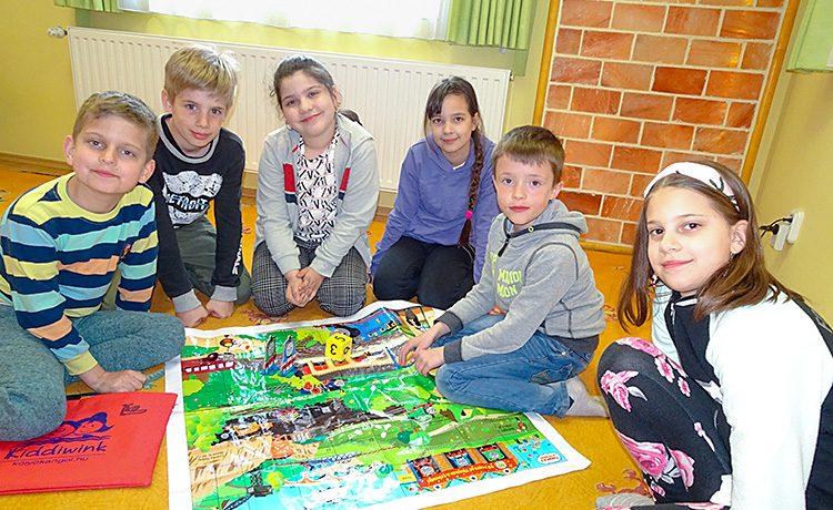 Alsó tagozatos gyerekek kezdő csoportja. Idén kezdtünk el együtt dolgozni, és szépen haladunk az angol nyelv alapjainak megismerésében.